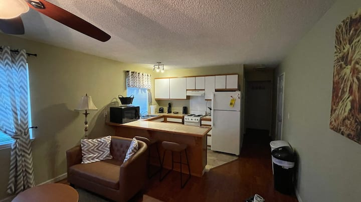 Entire 2 bedroom apartment near Cal State Hayward