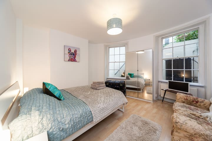 Lovely ensuite double room, dogs welcome - Brighton and Hove - Lejlighed
