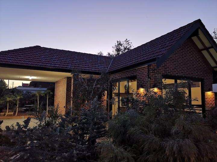Stunning Garden House; bright & airy