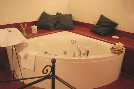 Double room with jacuzzi in wonderful B&B - Pool - Nola - Bed & Breakfast
