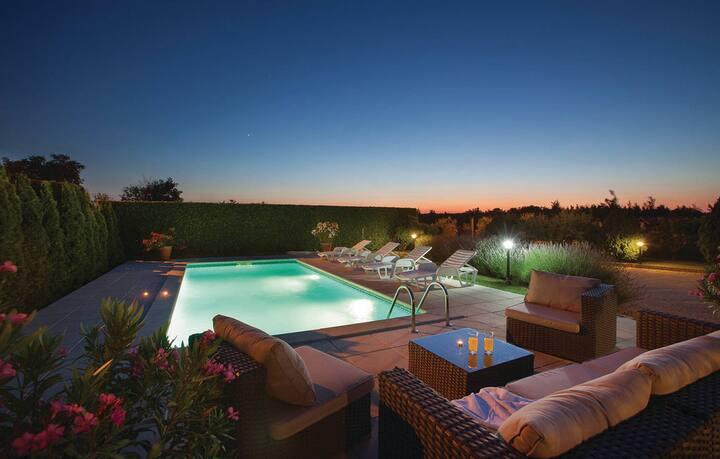 Charming Villa Ivona near Labin with pool
