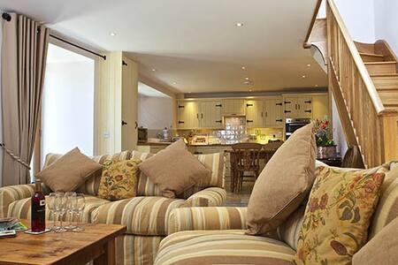 Luxury S/C barn conversion - East Prawle