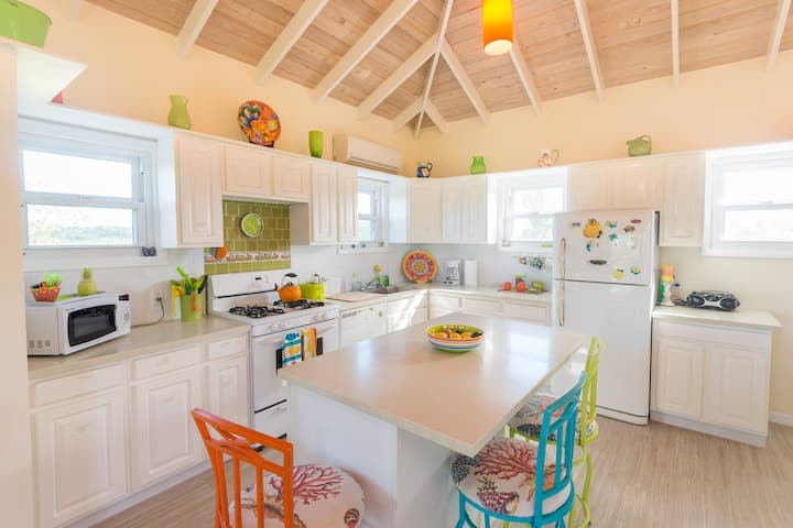 Leah's Villa - 92 Steps from Grace Bay Beach!