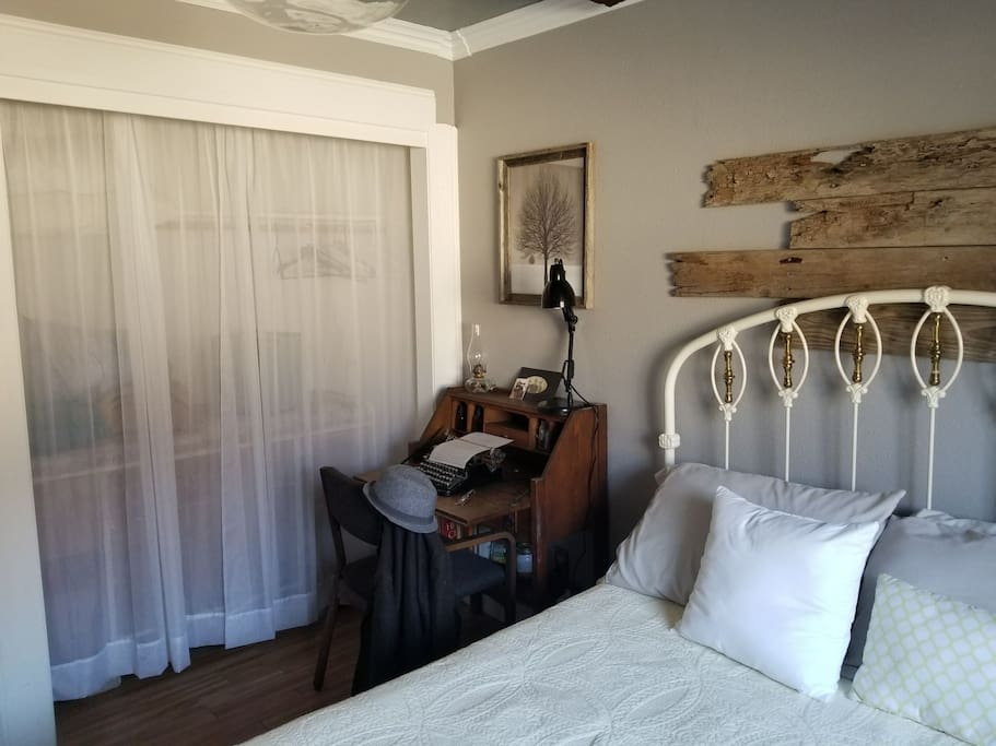 Old Time Room And Rustic Bath Houses For Rent In Fresno
