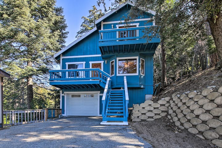 Secluded Cabin w/ Hot Tub - Walk to Lake Gregory!
