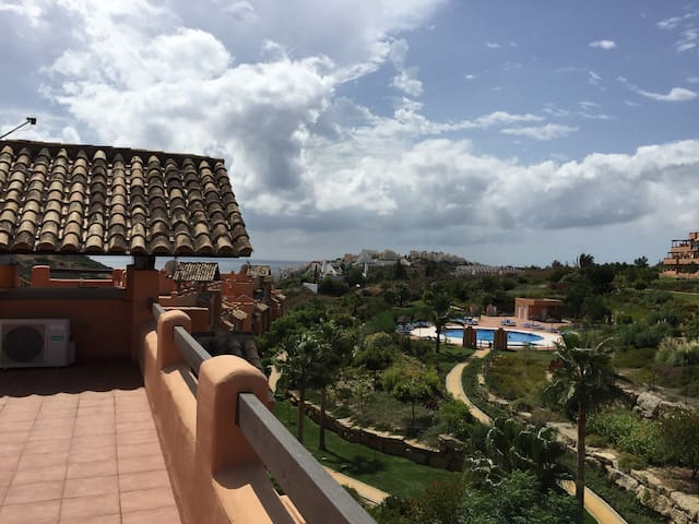 Spacious Three Bedroom Penthouse Apartment - Casares - Apartment