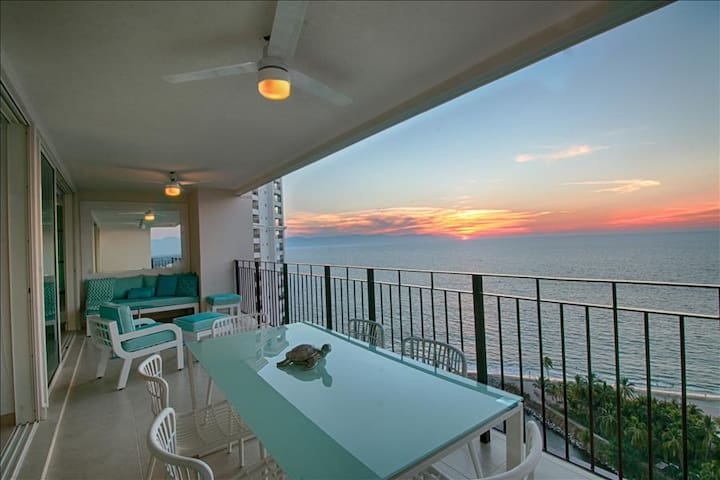 Bright oceanfront condo with double balcony!