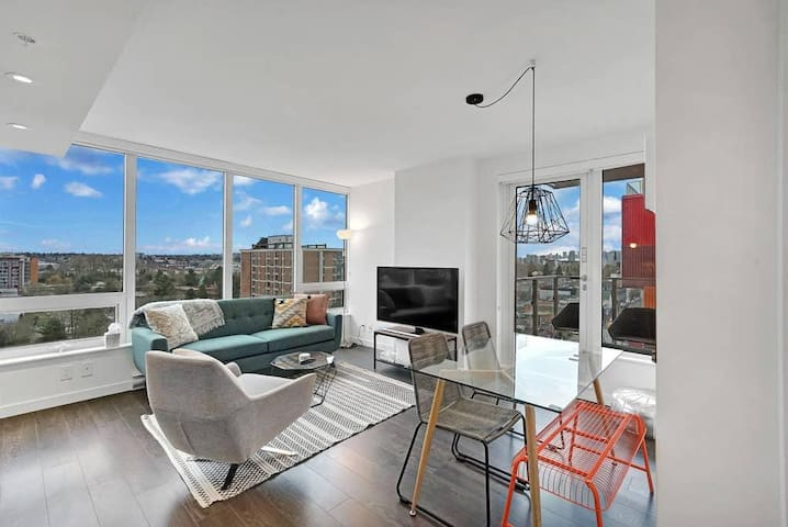 Chic and Modern 1-Bed Suite - Minutes to Downtown!