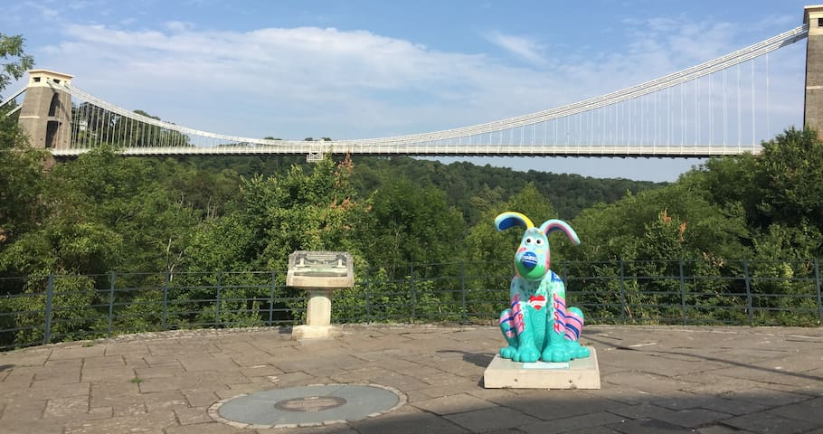 A Gromit Unleashed has appeared by the Clifton Suspension Bridge just up the road!