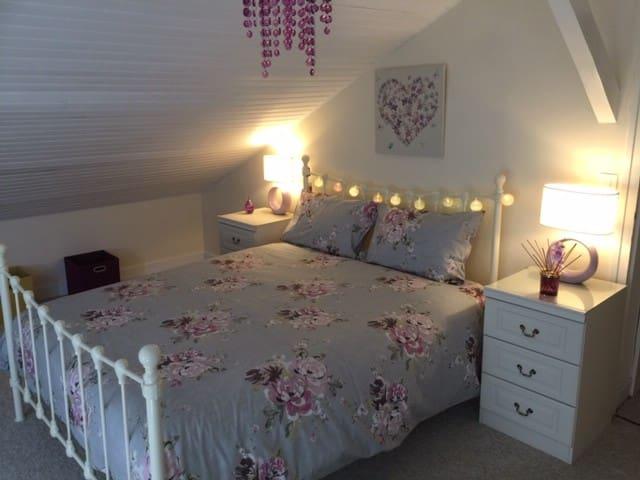 1st Floor king size bedroom + single bed