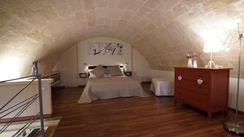 tipica abitazione in tufo in centro - Matera - Casa
