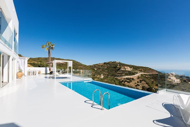 Rose Villa - Superb sea vistas, Close to the beach