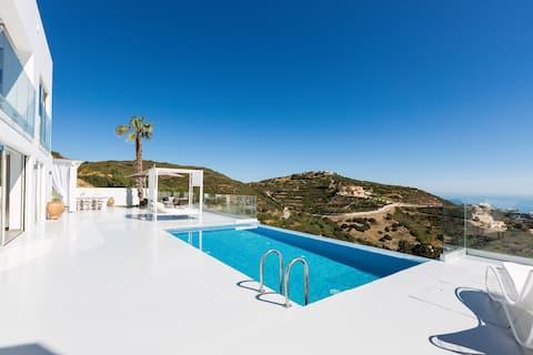 Rose Villa - Superb sea vistas, Close to the beach