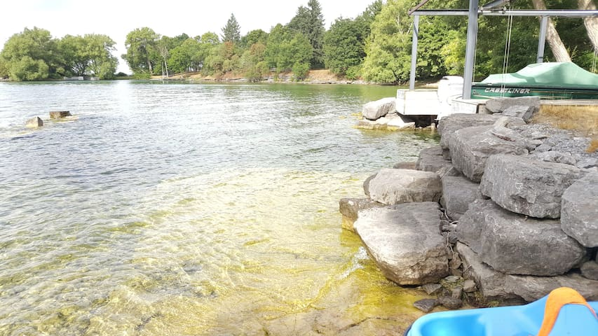 Amazing Water front cottage - Wolfe Island - Chalet
