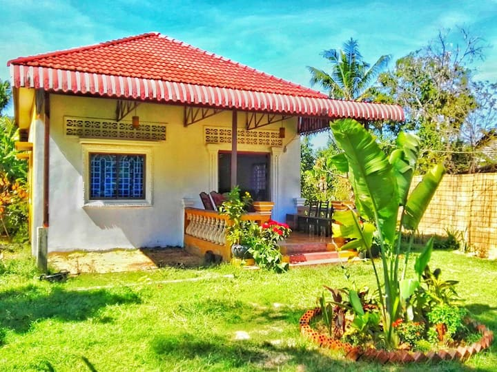 Family House 3Rooms 5Bed 8to10 pax