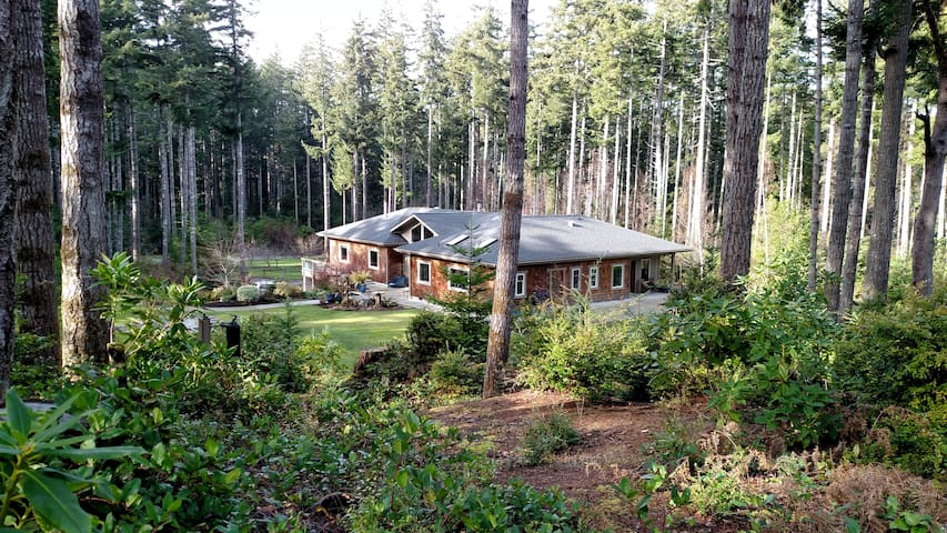 Coastal forest home with garden setting - Bandon - Hus