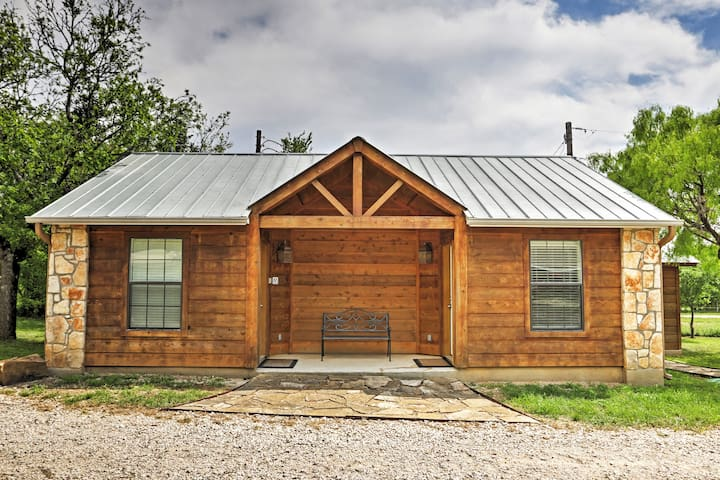 You'll absolutely adore this cabin's exterior looks.