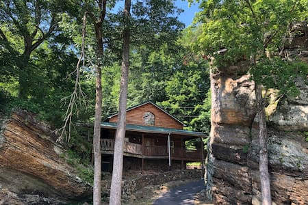 Cabin and Cliffs  3 bedroom  with shared pier.