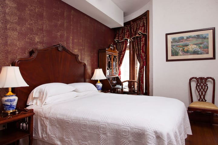 American Guest House - Room 202