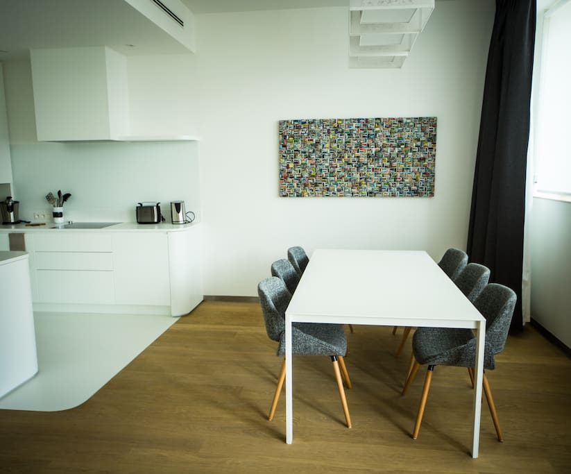 Kitchen & table 6 pers (1)