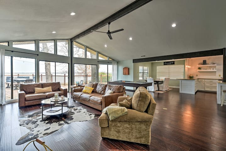 NEW! Modern Waterfront Retreat on Cedar Creek Lake
