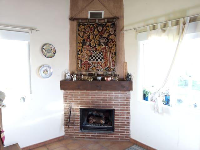Casa sencilla con chimenea, BBQ, y jardín (Perros) - Arenas de San Pedro - House