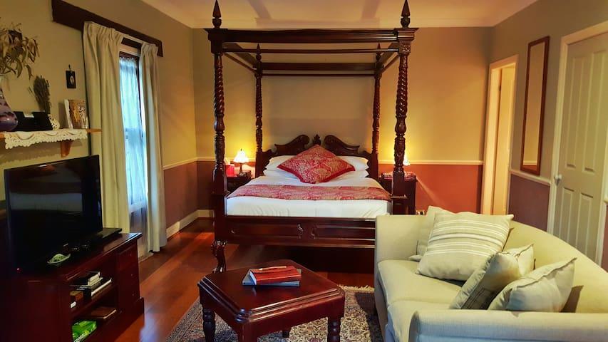 Secret Valley - Romantic Spa Cottage 2 - Victoria