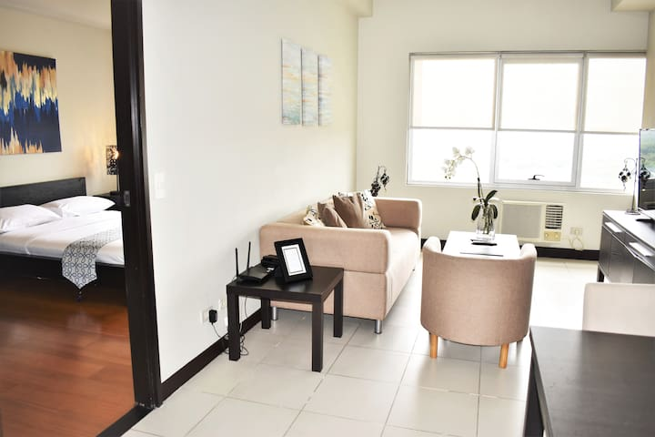 The Luxurious One Bedroom Apartment in BGC