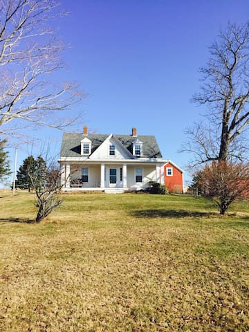 Lovely hilltop Farm estate..perfect for 2 families - NS - House