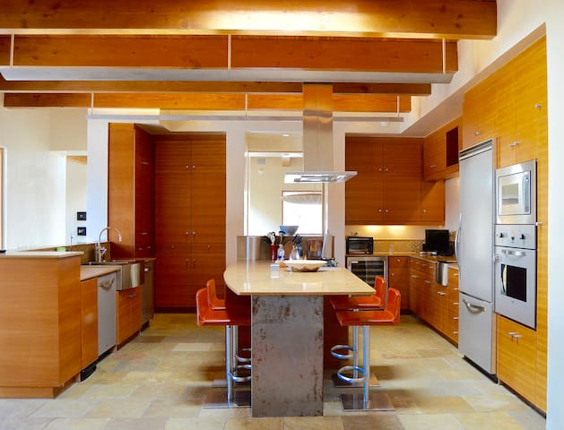 Eat in Kitchen with all Viking appliances.