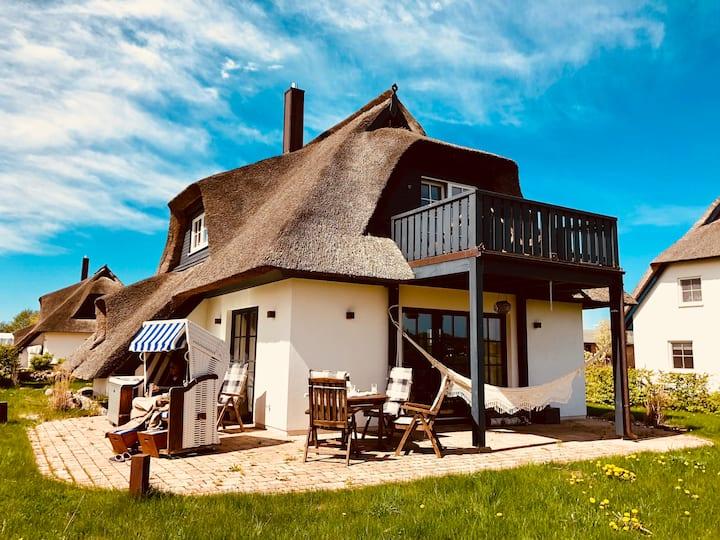 Top luxuriöses Reetdachhaus am Wasser in Zinnowitz