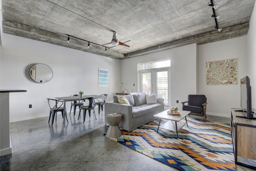 Huge one-bedroom, one-bathroom apartment in downtown Austin