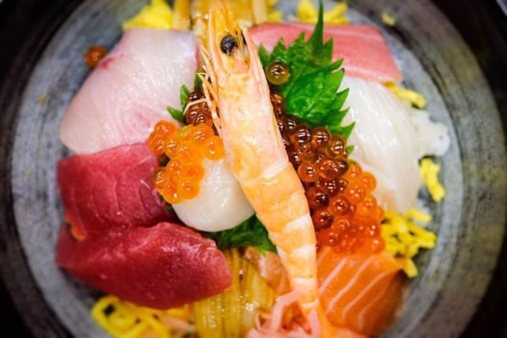 Seafood bowl at Kuroshio Fish Market in Wakayama Marina City.