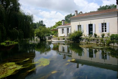 House near the river - Pons