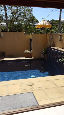 Studio with private plunge pool. - Coolangatta - Bungalov