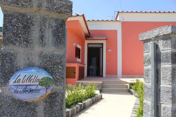 5 persons Villa Aragonese castle view