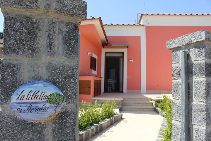 Villa  con giardino e vista sul mare