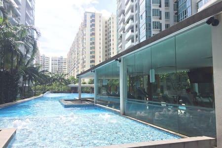 Comfortable and Convenient home for Short Visit - Singapore