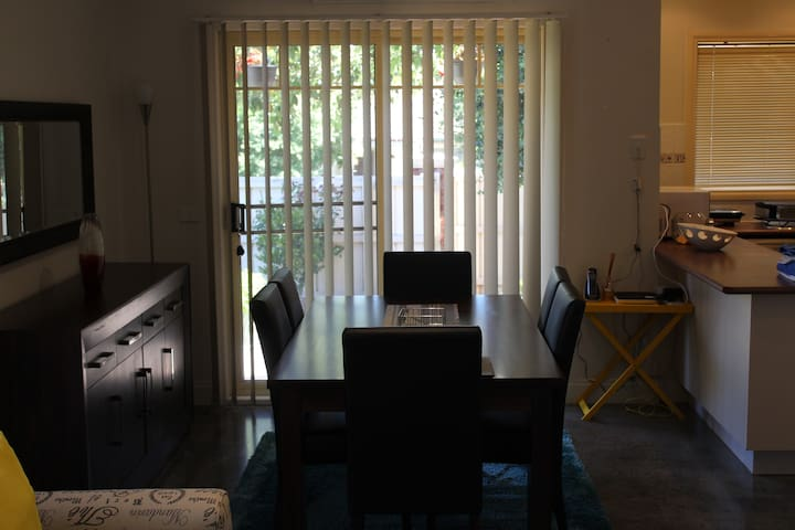 Parklane & Donvale fully furnished 2 bed townhouse