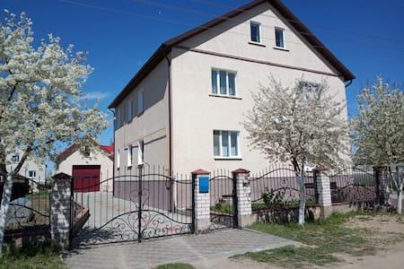 Загородный дом по улице Усадебная,4.