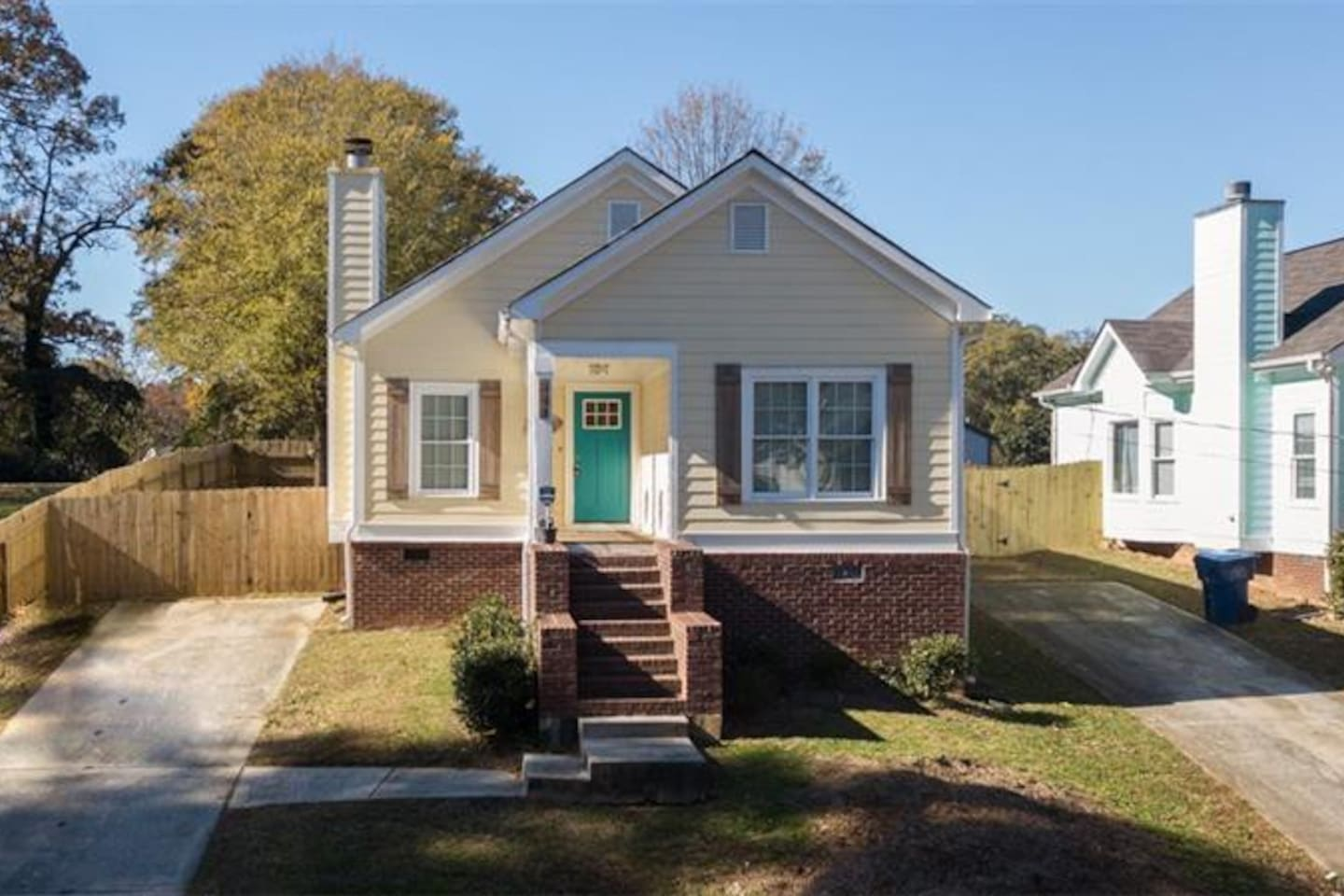 Beautiful 3BR 2BTH Bungalow recently renovated in 2018.