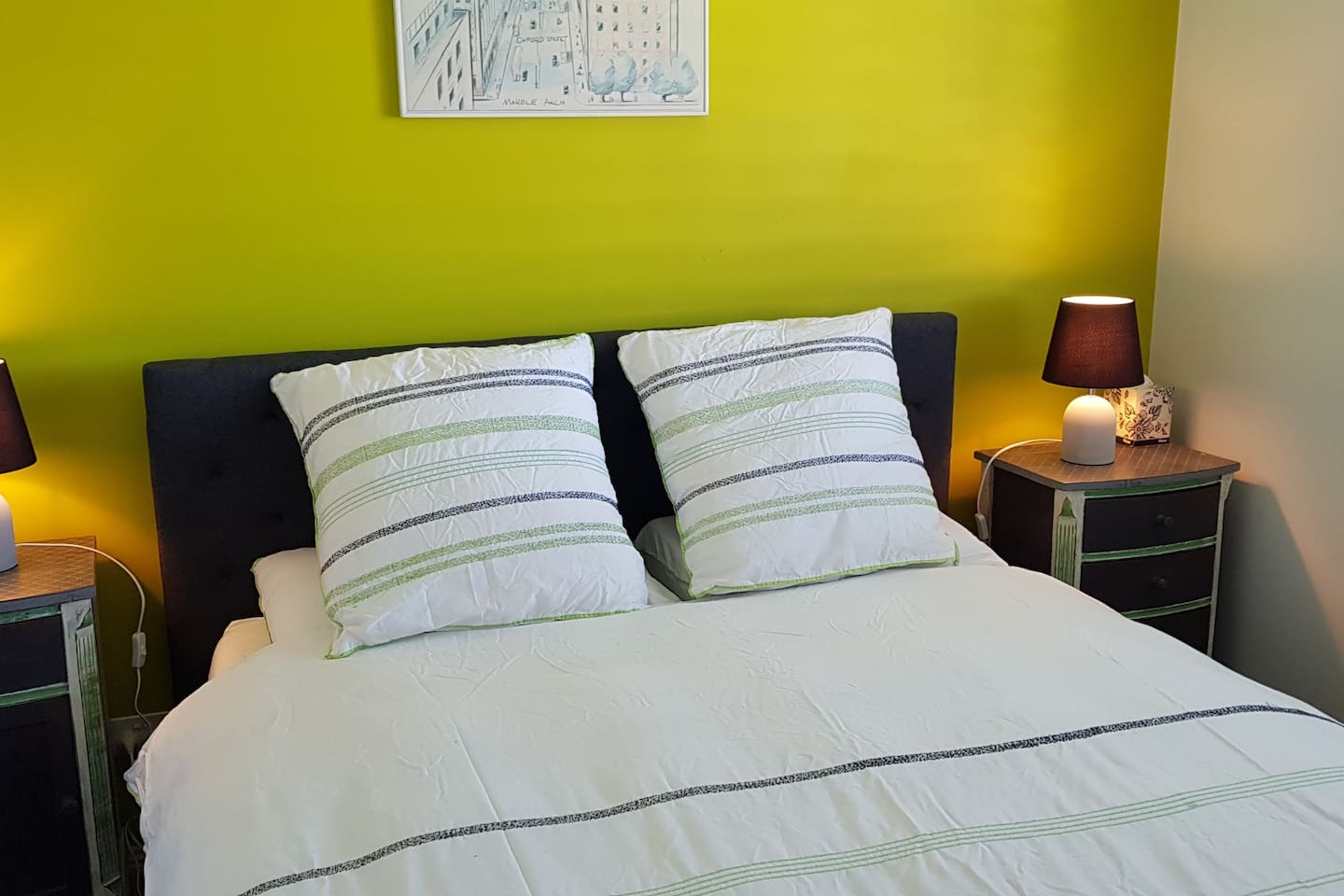 Queen size bed in a peaceful setting