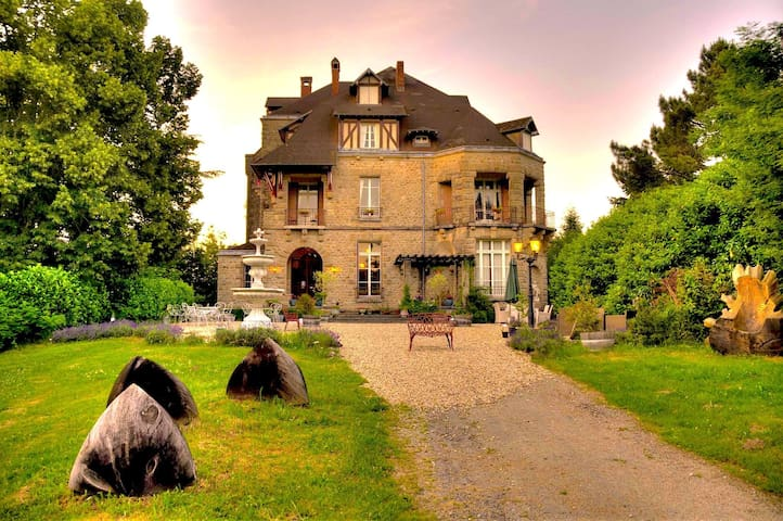 A night in an elegant Chateau Constant - Bessines-sur-Gartempe - Bed & Breakfast