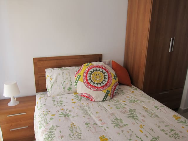 Beautiful room +breakfast +private bathroom - Cabezo de Torres - Apartamento