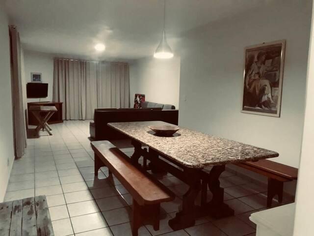 Apartamento de 03 quartos de frente a Praia de Iriri