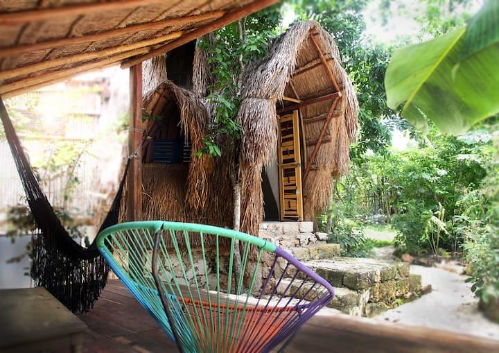 TIPI, habitable sculpture cabaña