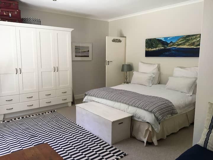 Luxury suite above Grotto beach