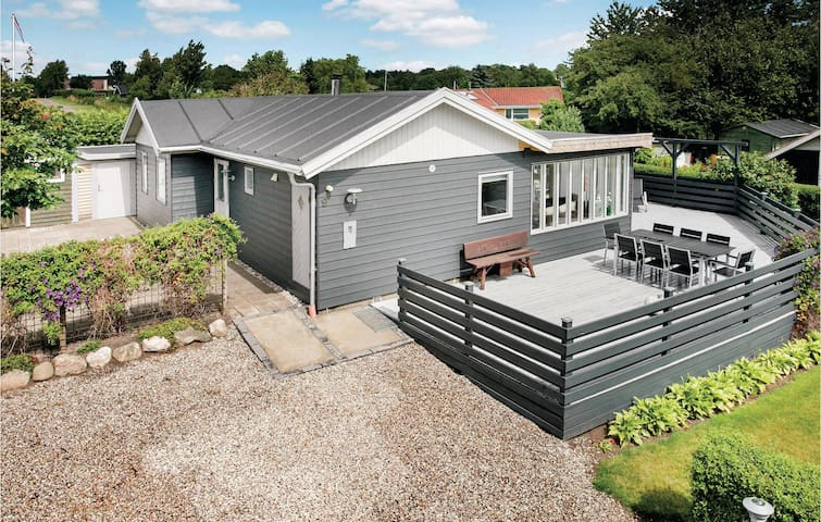 Holiday cottage with 2 bedrooms on 89m² in Hejls