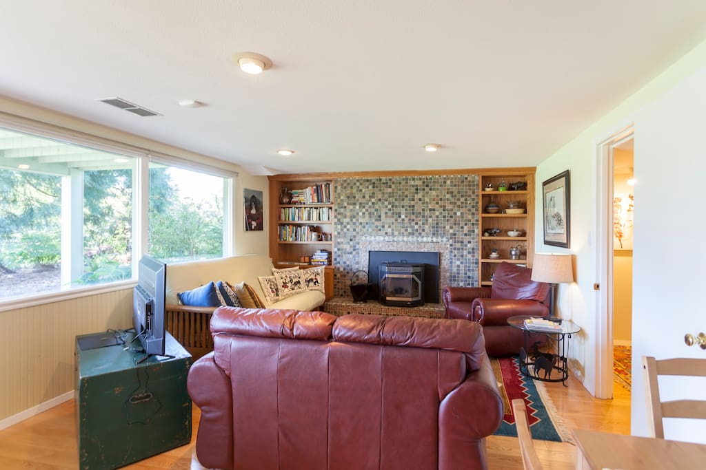 Private living room complete with queen-sized futon and leather love seat and recliner. The I pellet stove will keep you toasty if you're chilled!