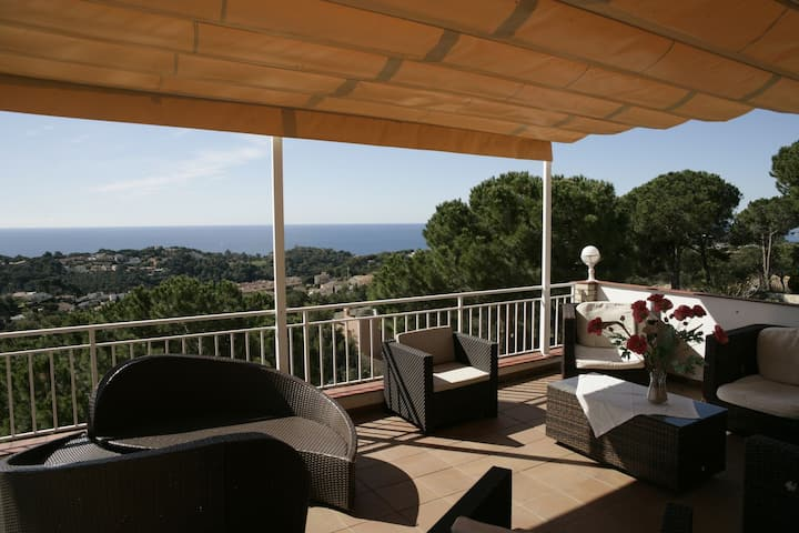 LLoret de Mar- villa with pool and seaview for 9 persons